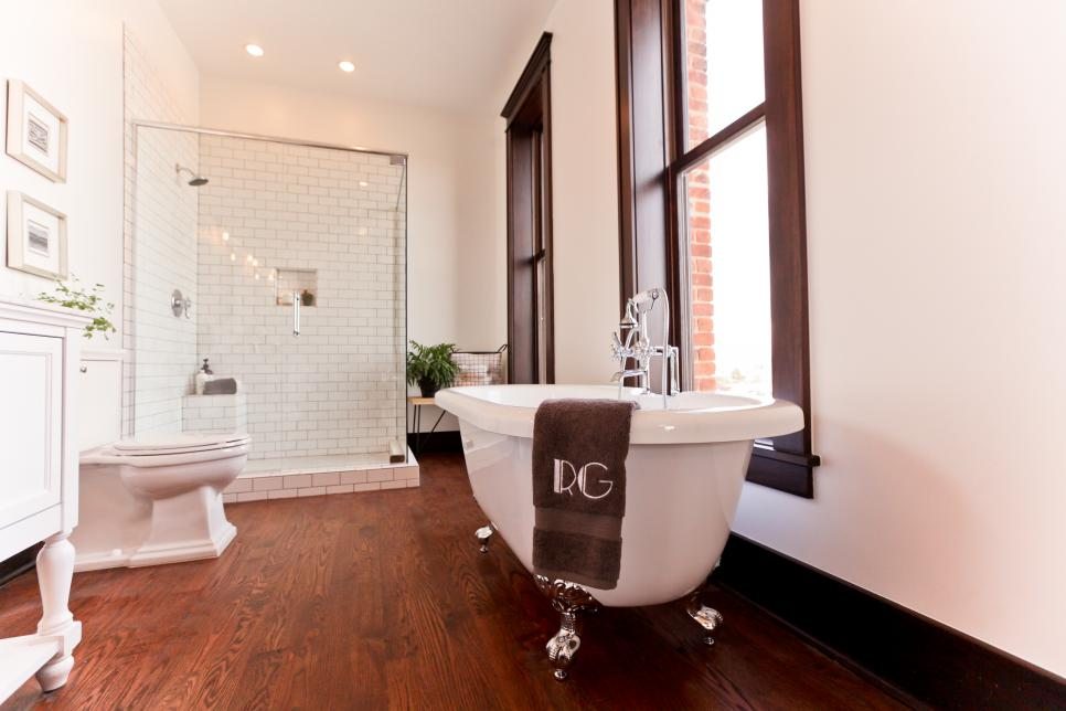 Superbe BP_HRARD FH_Master Bathroom 0147_jpg_rend_hgtvcom_966_644